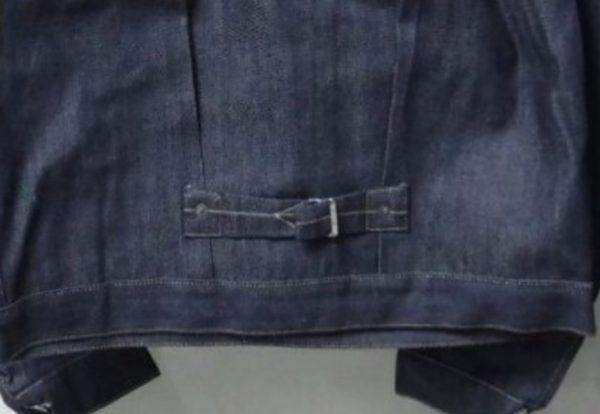 デニムジャケットのシンチバックの画像